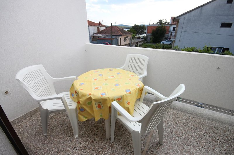 Turanj Apartment Sleeps 4 with Air Con - 5465461, holiday rental in Turanj