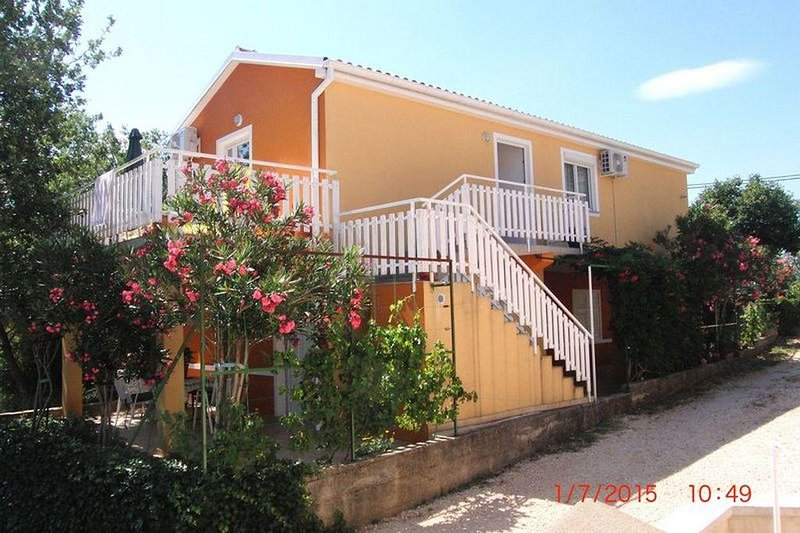 Jurlina Apartment Sleeps 3 with Air Con - 5831681, holiday rental in Seline