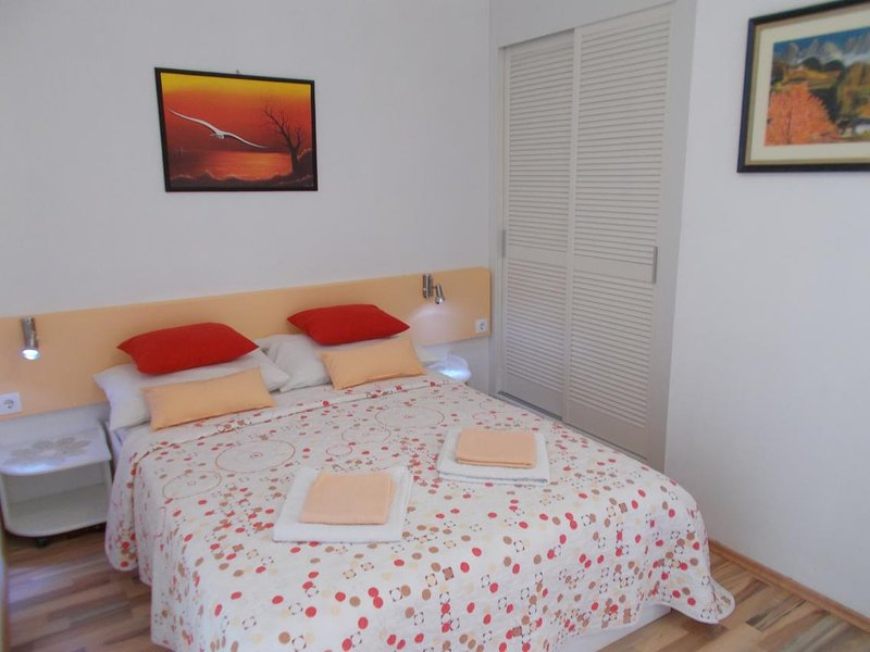 Jurlina Apartment Sleeps 3 with Air Con - 5831626, holiday rental in Seline