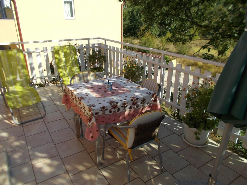 Jurlina Apartment Sleeps 2 with Air Con - 5831629, holiday rental in Seline