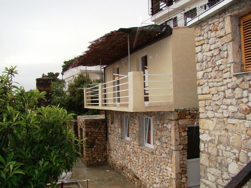 Podstup Holiday Home Sleeps 4 with Air Con - 5471288, holiday rental in Podobuce