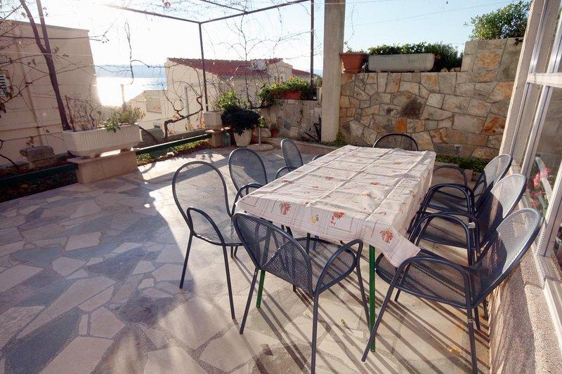 Fistanici Apartment Sleeps 8 with Air Con - 5465196, location de vacances à Slime