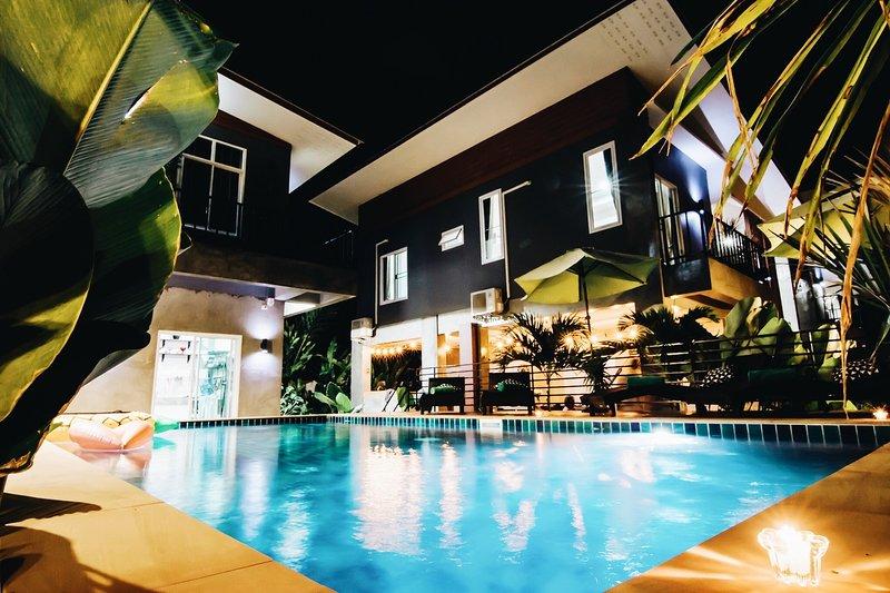 Villa Rajapruek 3 houses combine Pool Villa and breakfast., vacation rental in Chiang Mai