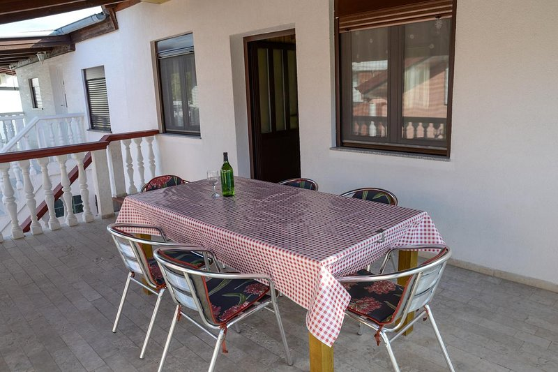 Batalazi Apartment Sleeps 6 with Pool and Air Con - 5470900, vacation rental in Nin