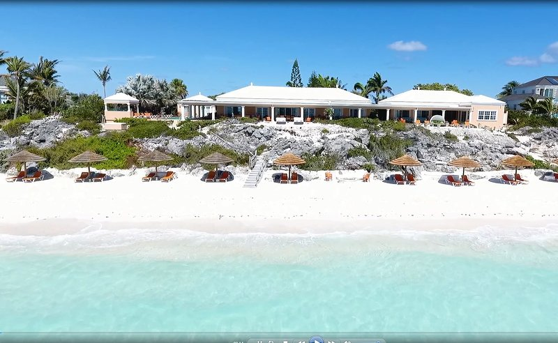 Three Dolphins Beachfront Tennis Villa 4-12 bedrooms,24/7 dedicated concierge, holiday rental in Providenciales