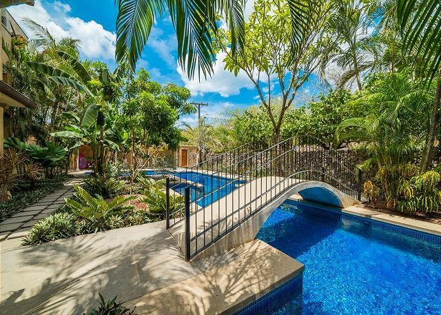 Poolside luxury and privacy—just steps from the beach!, holiday rental in Bagaces