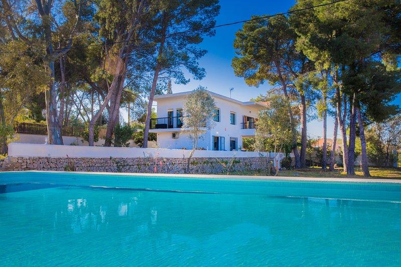 Villa Saladar Javea, Gran Jardín, Piscina y Terraza Soleada, vacation rental in El Tosalet