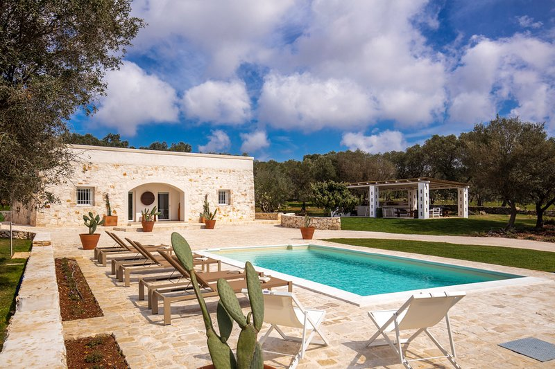 Ostuni Villa Sleeps 6 with Air Con - 5829637, vacation rental in Chianchizzo I