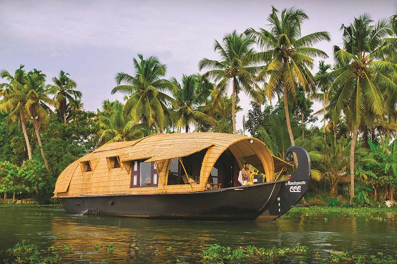 Pamba House Boat by Vista Rooms, vacation rental in Alappuzha