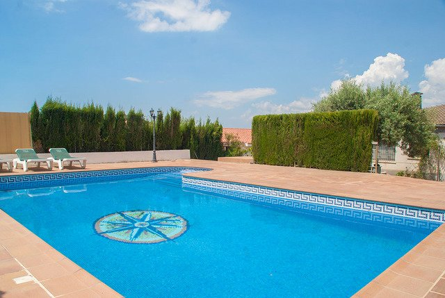 Calafell Villa Sleeps 8 with Pool and Free WiFi - 5632962, vacation rental in L'Arboc