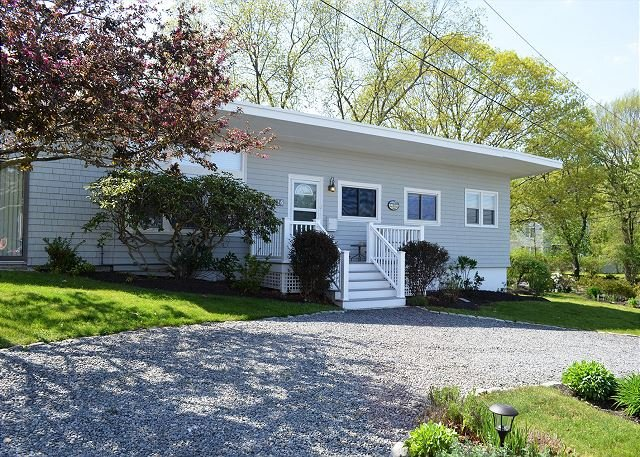 Two Beaches: Walk to Long Beach or Good Harbor!, holiday rental in Gloucester