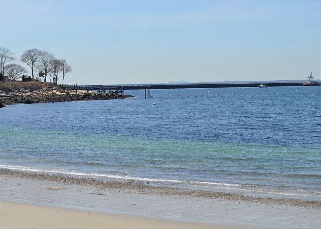 Spiaggia privata a 75 metri dalla casa.