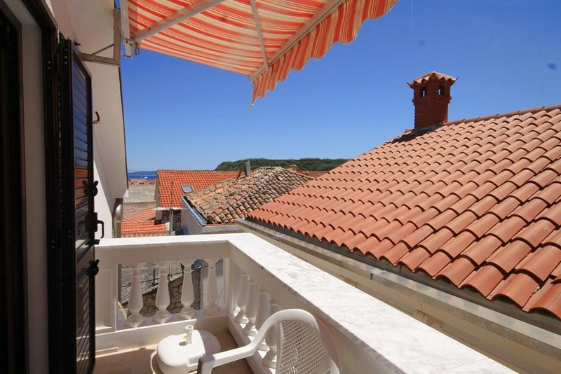Susak Apartment Sleeps 2 with Air Con - 5467848, vakantiewoning in Susak