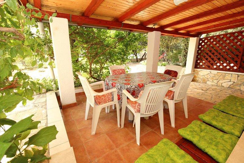 Mandre Apartment Sleeps 5 with Air Con - 5465639, casa vacanza a Kolan