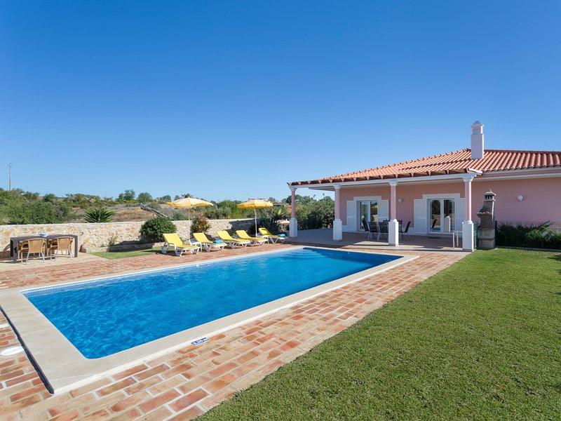 Vale Formoso Villa Sleeps 6 with Pool and Air Con - 5812213, vacation rental in Calvana