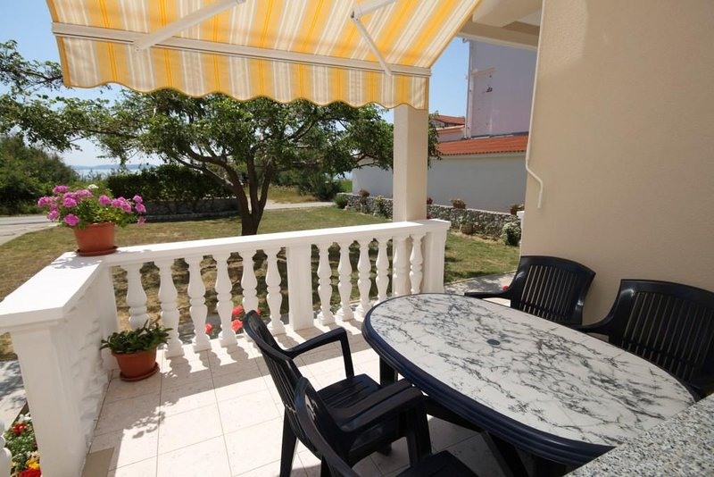 Vlasici Apartment Sleeps 5 with Air Con - 5466149, casa vacanza a Vlasici