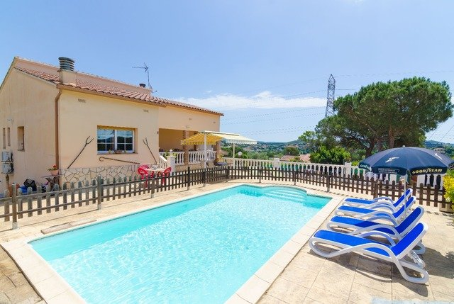 Macanet de la Selva Villa Sleeps 8 with Pool Air Con and Free WiFi - 5624104, location de vacances à Macanet de la Selva