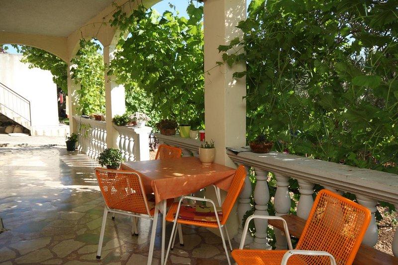 Veliko Brdo Apartment Sleeps 4 with Air Con - 5466601, vacation rental in Veliko Brdo
