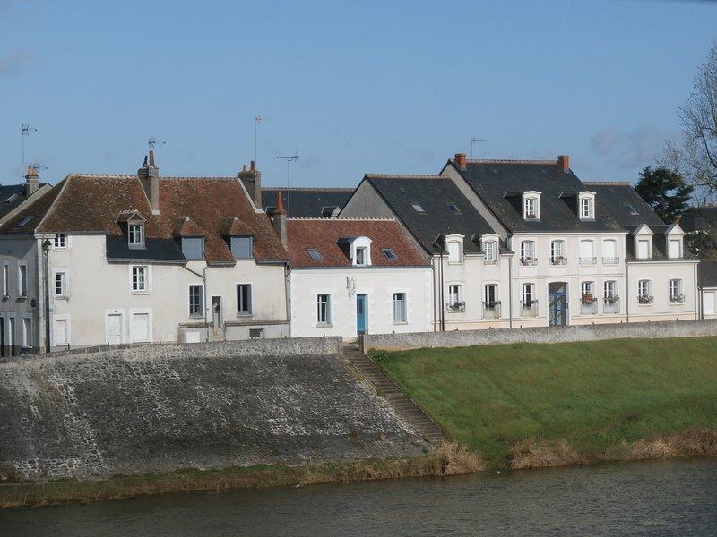 LA PORTE BLEUE : gîte face au château d'amboise, location de vacances à Pocé-sur-Cisse