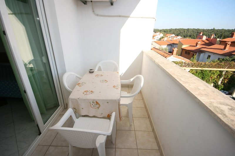 Pula Apartment Sleeps 4 with Air Con - 5466823, holiday rental in Vintijan