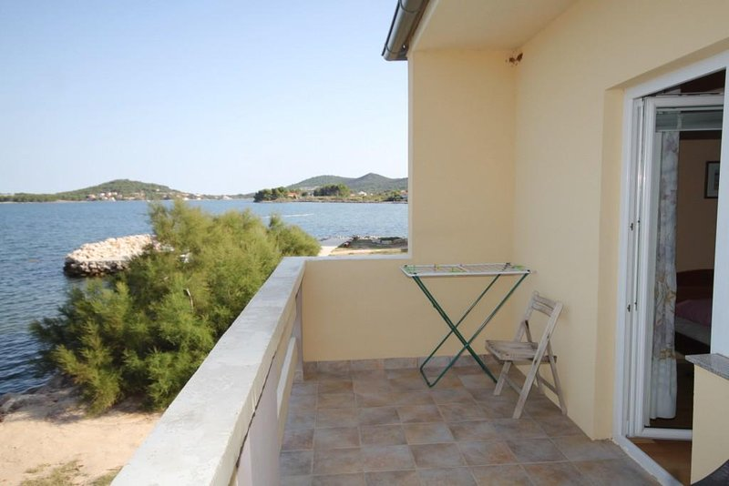 Cimera Apartment Sleeps 5 with Air Con - 5468420, holiday rental in Nevidane