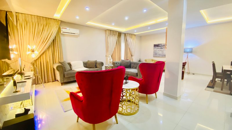 Shortlethomes- Ope's 5 Star Short let Apartment in Lekki, holiday rental in Lagos State