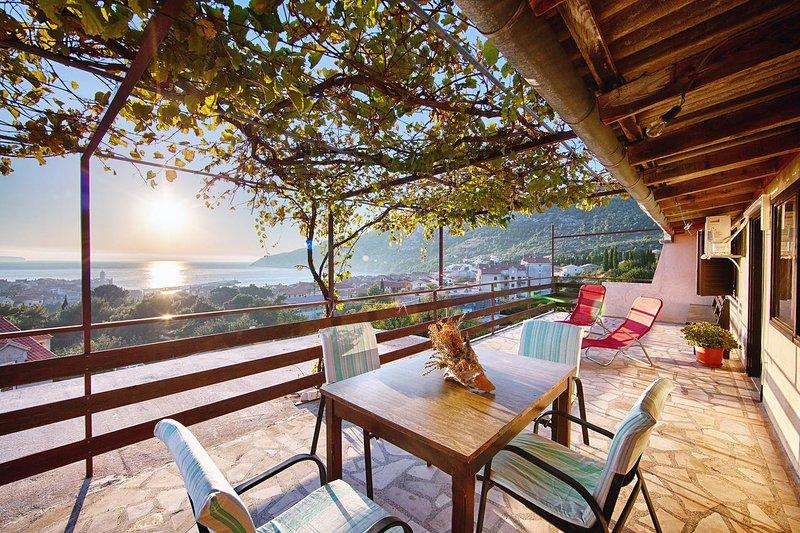 Komiza Apartment Sleeps 4 with Air Con - 5468961, holiday rental in Zena Glava
