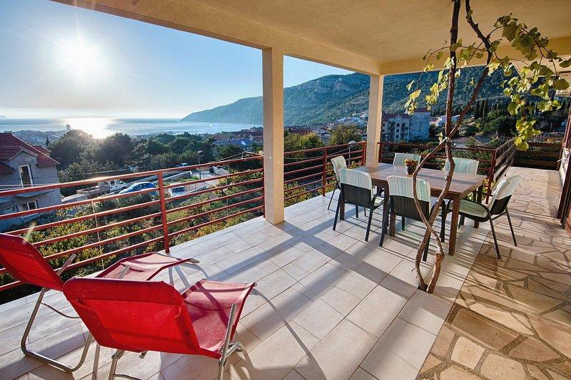 Komiza Apartment Sleeps 5 with Air Con - 5468963, holiday rental in Zena Glava