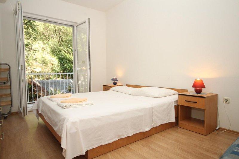 Sveti Jurje Apartment Sleeps 4 with Air Con - 5468239, holiday rental in Pasadur