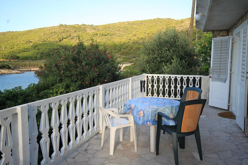Podstrazje Apartment Sleeps 6 - 5469031, location de vacances à Milna