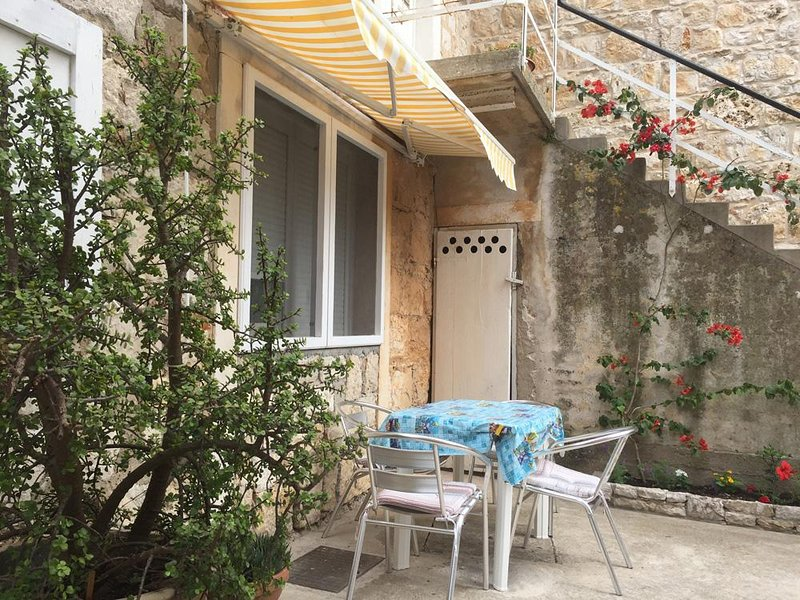 Vis Holiday Home Sleeps 7 with Air Con - 5469013, holiday rental in Vis