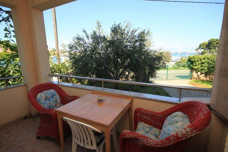 Poljana Apartment Sleeps 4 with Air Con - 5468222, alquiler de vacaciones en Preko
