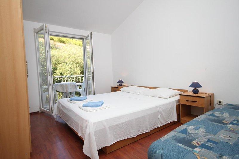 Sveti Jurje Apartment Sleeps 4 with Air Con - 5468236, holiday rental in Pasadur