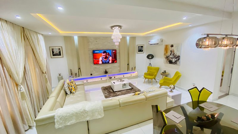 Shortlethomes- Phiola's 5 Star Shortlet Apartment in Lekki, vacation rental in Lagos State