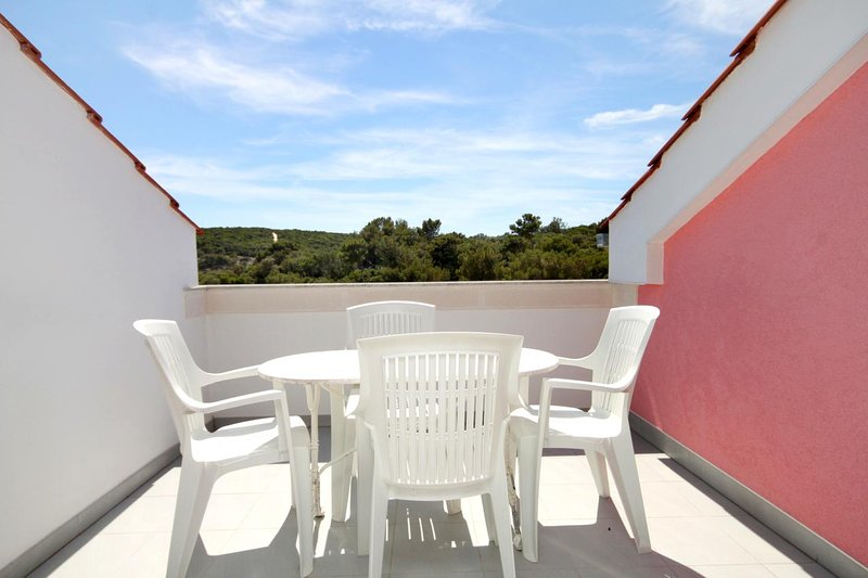 Cunski Apartment Sleeps 3 with Air Con - 5467831, vakantiewoning in Susak