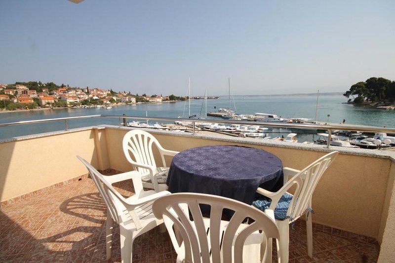 Poljana Apartment Sleeps 4 with Air Con - 5468216, holiday rental in Preko