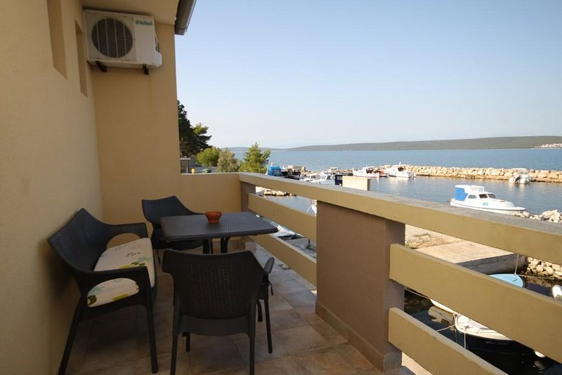 Cimera Apartment Sleeps 3 with Air Con - 5468421, holiday rental in Nevidane