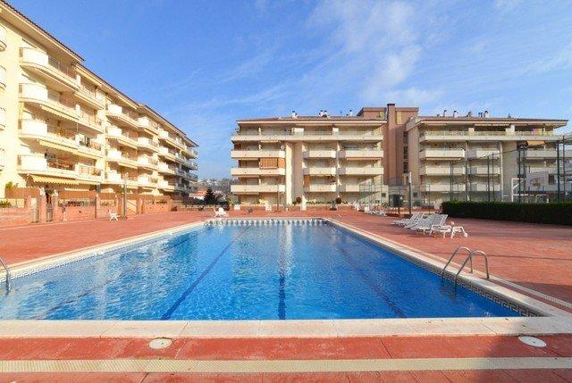 Blanes Apartment Sleeps 4 with Pool - 5579777, casa vacanza a Palafolls