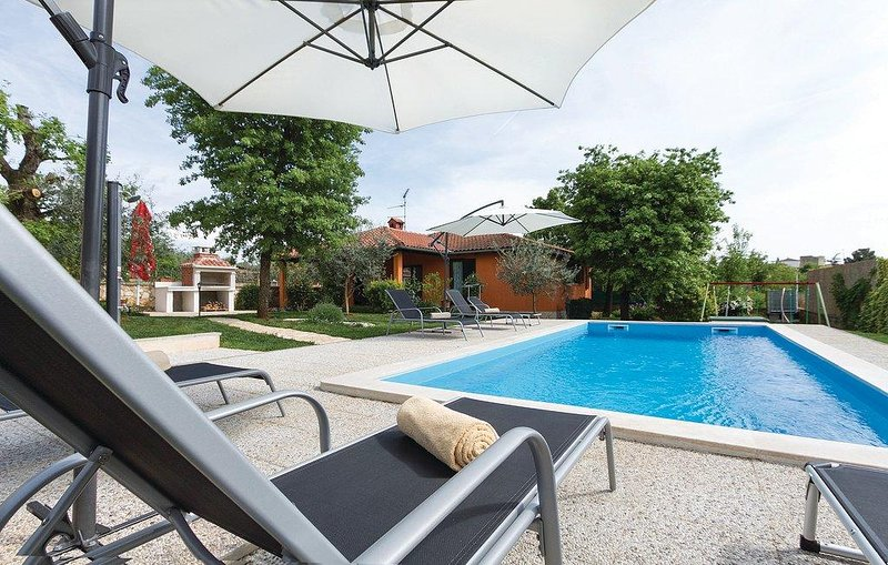 Sveti Lovrec Pazenaticki Holiday Home Sleeps 6 with Pool and Air Con - 5491214, alquiler de vacaciones en Sveti Lovrec