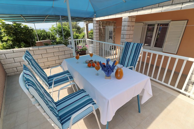 Apartments Villa Marijana - One Bedroom Apartment with Terrace and Garden View, holiday rental in Prizba