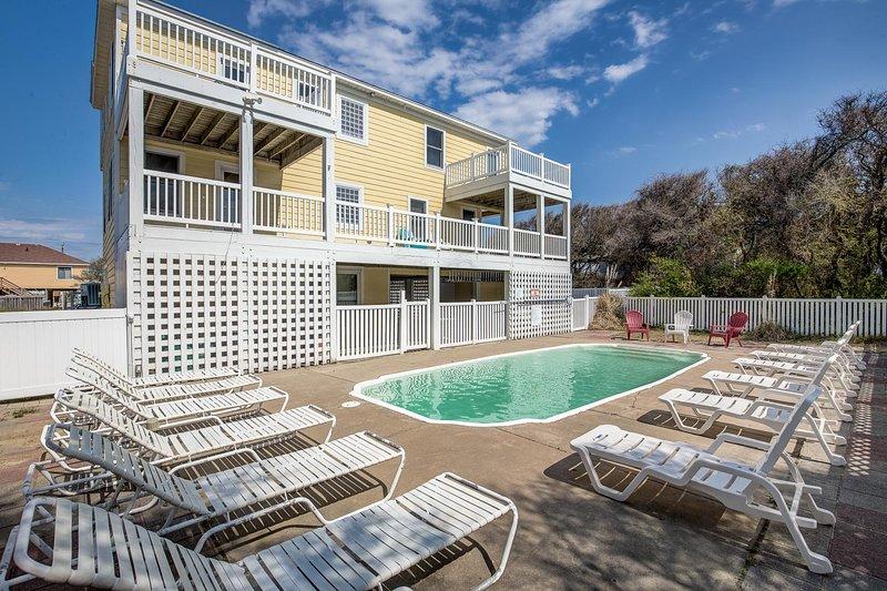 Going Coastal | 706 ft from the Beach | Private Pool, Hot Tub | Kitty Hawk, location de vacances à Kitty Hawk