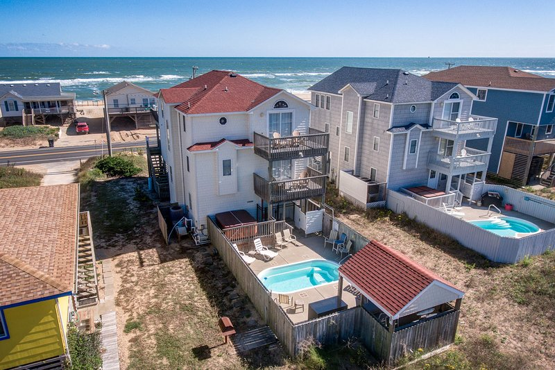 Sunny Outlook | 98 ft from the Beach | Private Pool, Hot Tub | Kitty Hawk, casa vacanza a Kitty Hawk