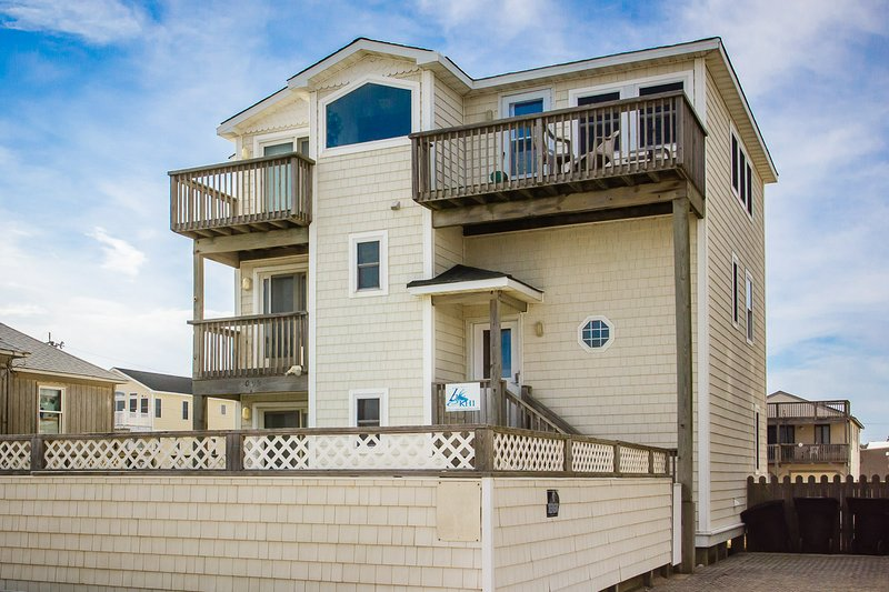 Sea Spray | 80 ft from the beach | Dog Friendly, Private Pool, Hot Tub | Kitty H, casa vacanza a Kitty Hawk
