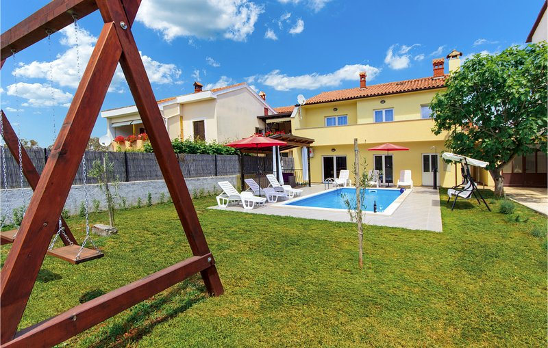 Stunning home in Pula with WiFi and 4 Bedrooms (CIP675), holiday rental in Skatari
