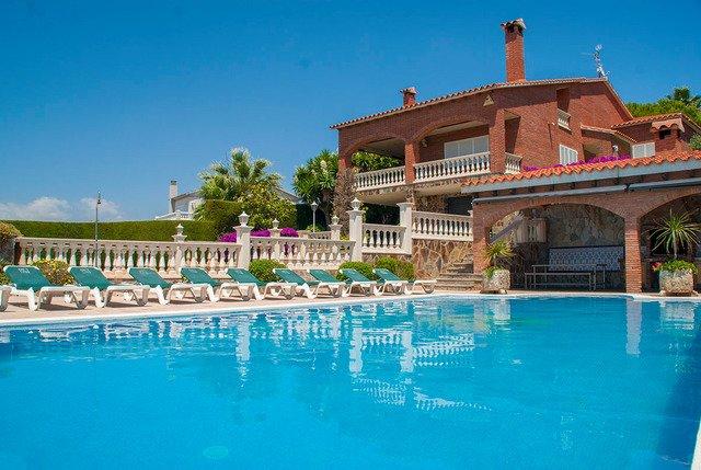 El Vendrell Villa Sleeps 12 with Pool and Free WiFi - 5509036, aluguéis de temporada em Calafell