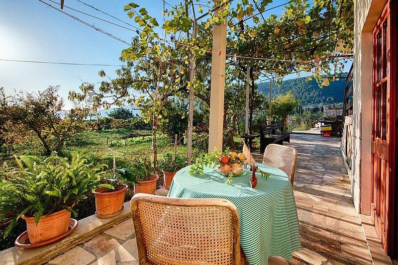 Komiza Apartment Sleeps 3 with Air Con - 5468977, holiday rental in Podhumlje