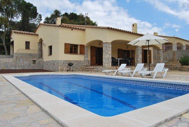 Calonge Villa Sleeps 7 with Pool and Free WiFi - 5508991, holiday rental in Calonge