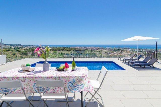 Pineda de Mar Villa Sleeps 8 with Pool - 5509427, aluguéis de temporada em Calella