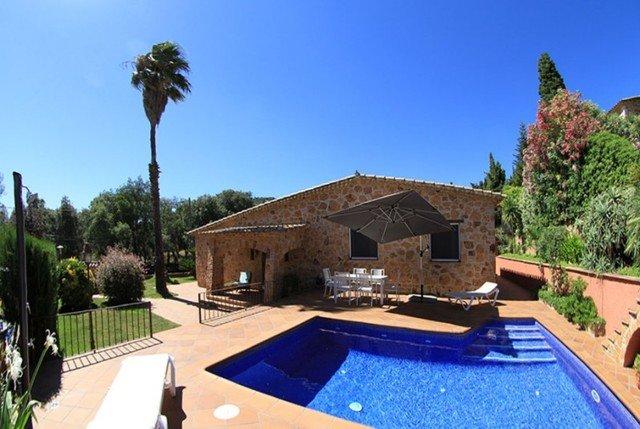 Castell-Platja d'Aro Villa Sleeps 6 with Pool and Free WiFi - 5509555, alquiler de vacaciones en Platja d'Aro