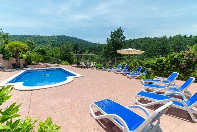 Montbarbat Villa Sleeps 12 with Pool and WiFi - 5509453, location de vacances à Mont Barbat